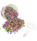 Seau en plastique d'environ 2700 perles cassis nacrées + 23 m de fil nylon + 2 aiguilles