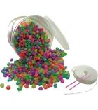 Seau en plastique d'environ 2700 perles formes pailletées + 23 m de nylon + 2 aiguilles
